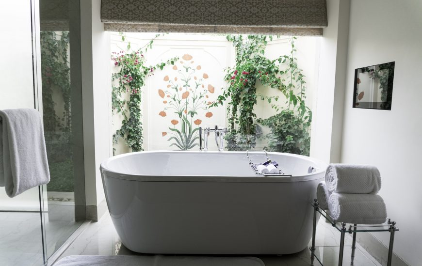 4 Ways to Update Your Bathroom over a Weekend